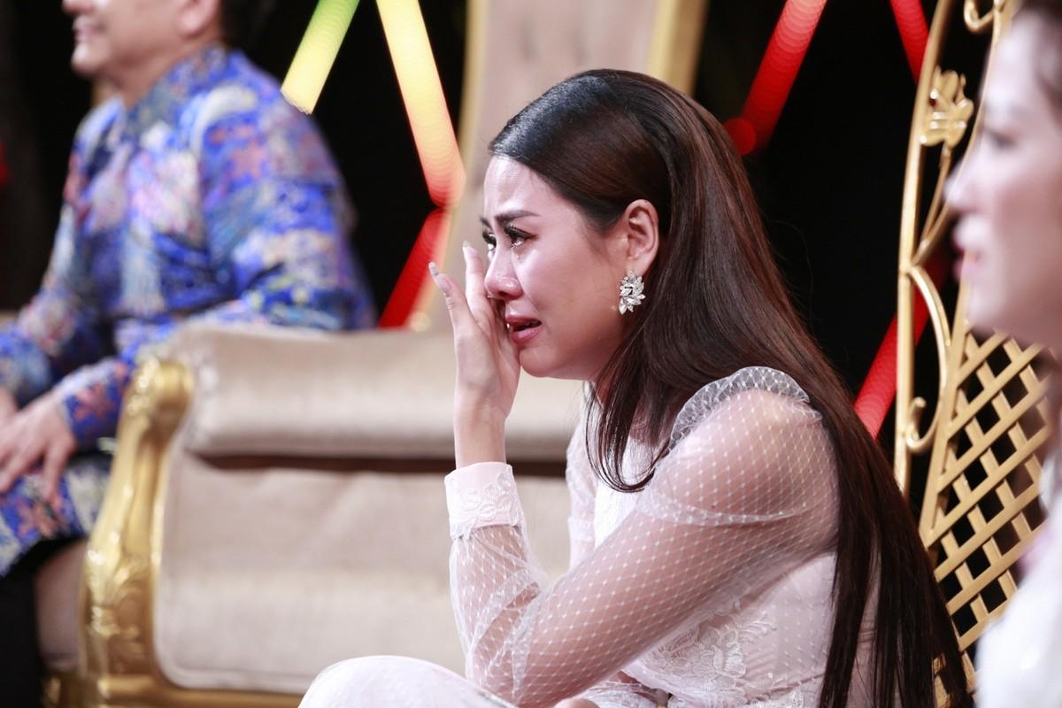 Cười xuyên Việt mùng 1 Tết ngập tiếng cười nhưng cũng đầy nước mắt - Ảnh 2.