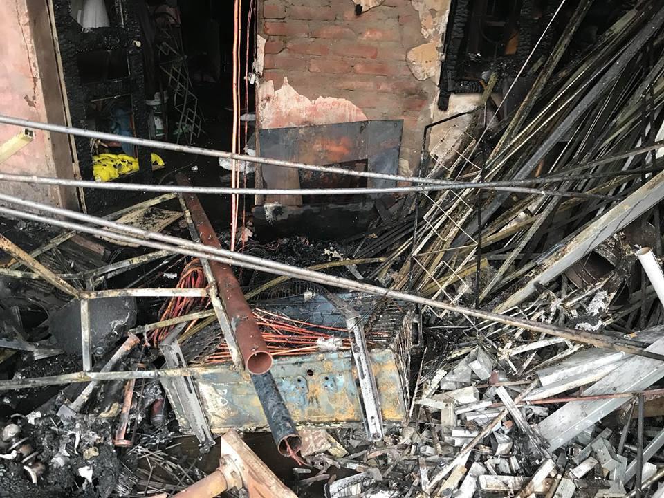 Sáng mùng 2 Tết Nguyên đán, dãy nhà ở Hà Nội bị lửa thiêu rụi - Ảnh 5.