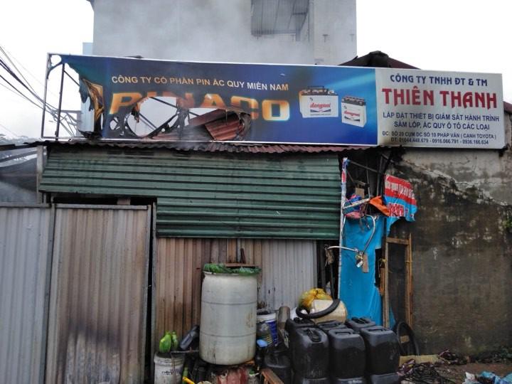Sáng mùng 2 Tết Nguyên đán, dãy nhà ở Hà Nội bị lửa thiêu rụi - Ảnh 7.