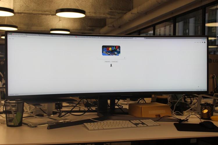 Màn hình cực dị dài bằng cả mặt bàn này sẽ hiển thị các trang web như thế nào? - Ảnh 9.