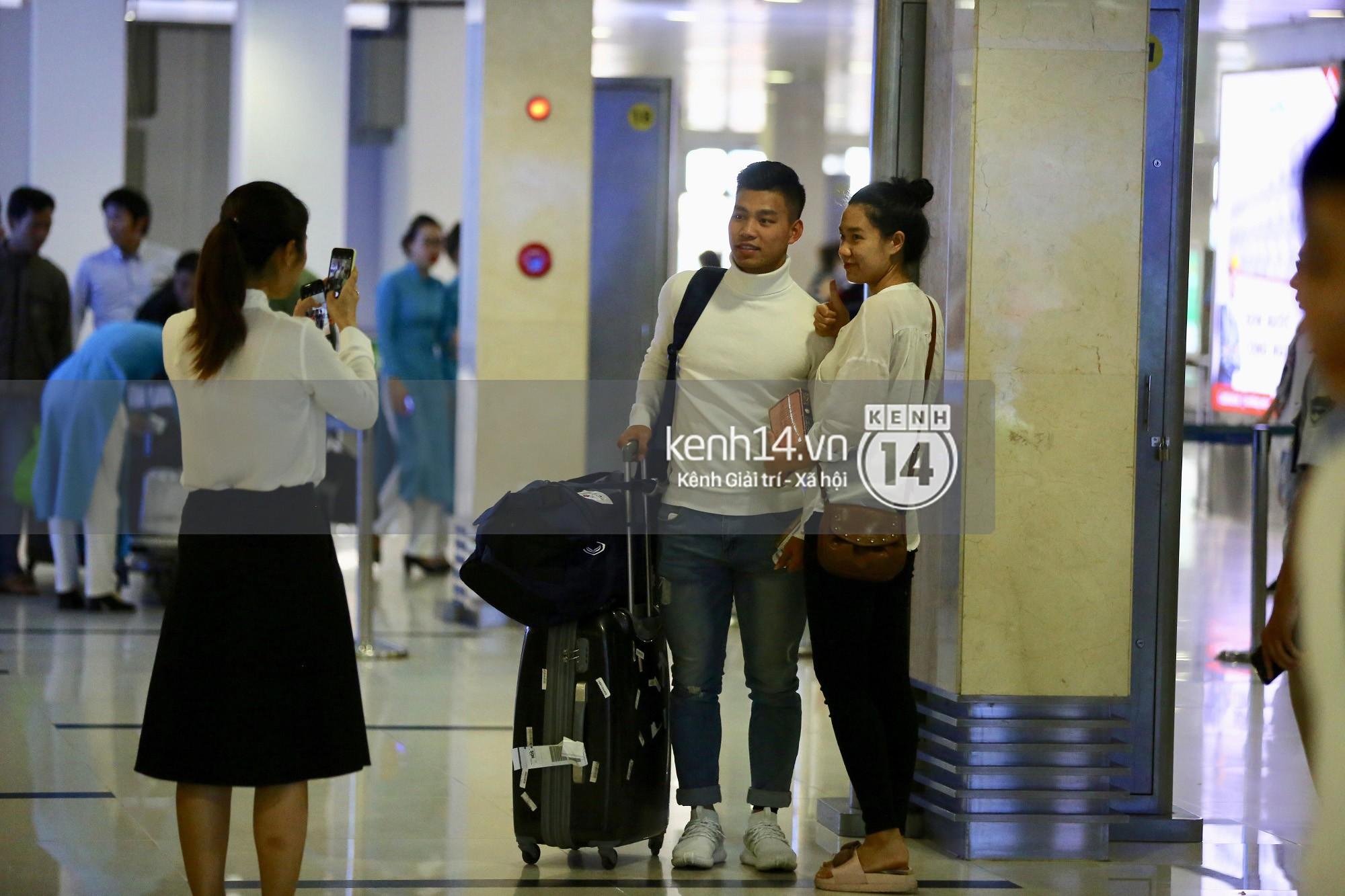 Văn Thanh chụp ảnh với một fan xinh đẹp.