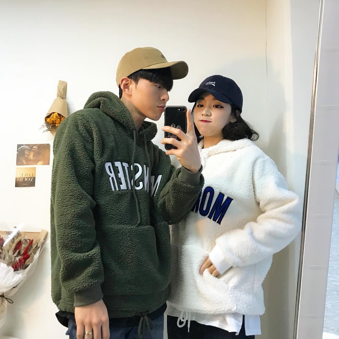 Cứ yêu nhau là phải mặc đồ đôi, nhưng mặc sao cho đẹp thì phải nhìn ngay 5 cặp đôi xứ Hàn này - Ảnh 1.
