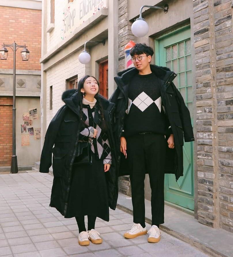 Cứ yêu nhau là phải mặc đồ đôi, nhưng mặc sao cho đẹp thì phải nhìn ngay 5 cặp đôi xứ Hàn này - Ảnh 11.