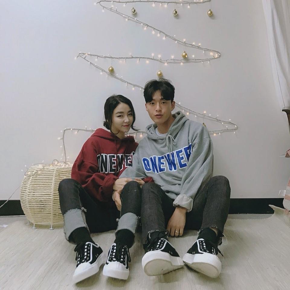 Cứ yêu nhau là phải mặc đồ đôi, nhưng mặc sao cho đẹp thì phải nhìn ngay 5 cặp đôi xứ Hàn này - Ảnh 2.