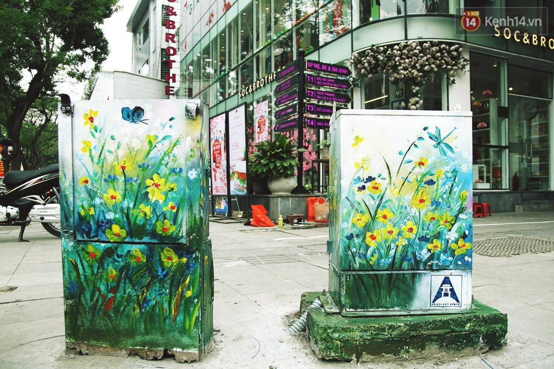 Chùm ảnh: Bốt điện nhếch nhác ở trung tâm Hà Nội xúng xính khoác áo mới chào xuân - Ảnh 6.