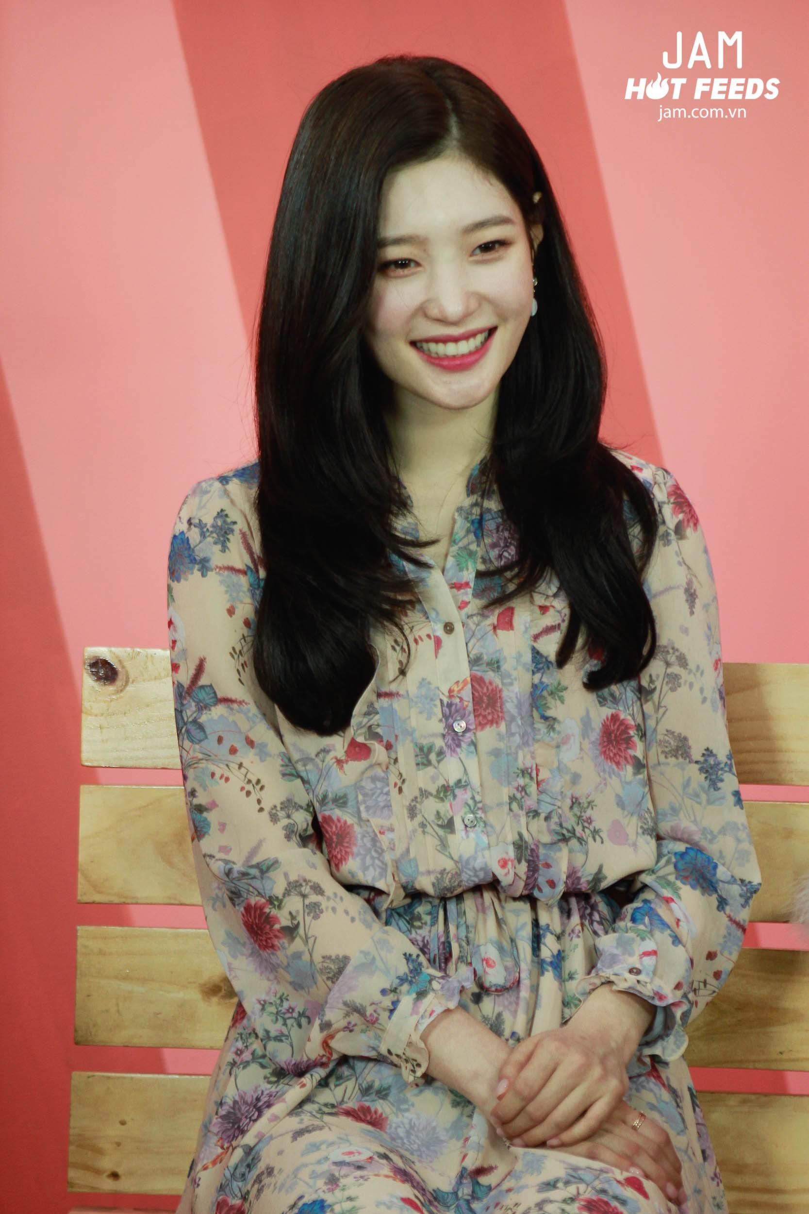 Xứng danh nữ thần thế hệ mới, Chae Yeon đẹp đến xiêu lòng trong bất kỳ khoảnh khắc nào! - Ảnh 1.