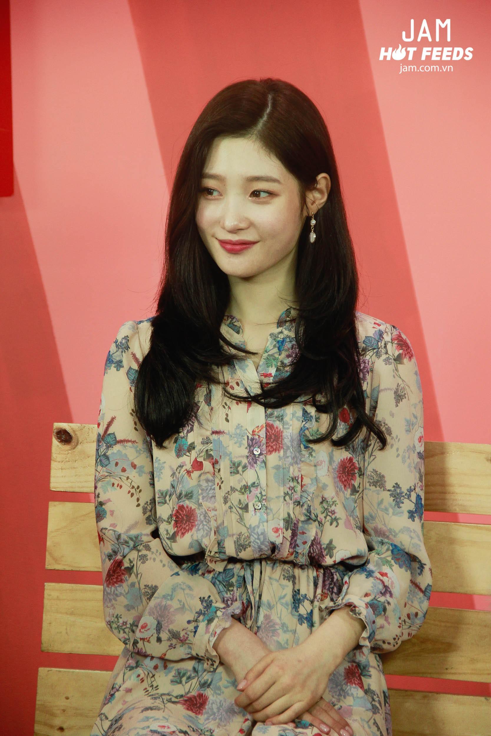 Xứng danh nữ thần thế hệ mới, Chae Yeon đẹp đến xiêu lòng trong bất kỳ khoảnh khắc nào! - Ảnh 3.