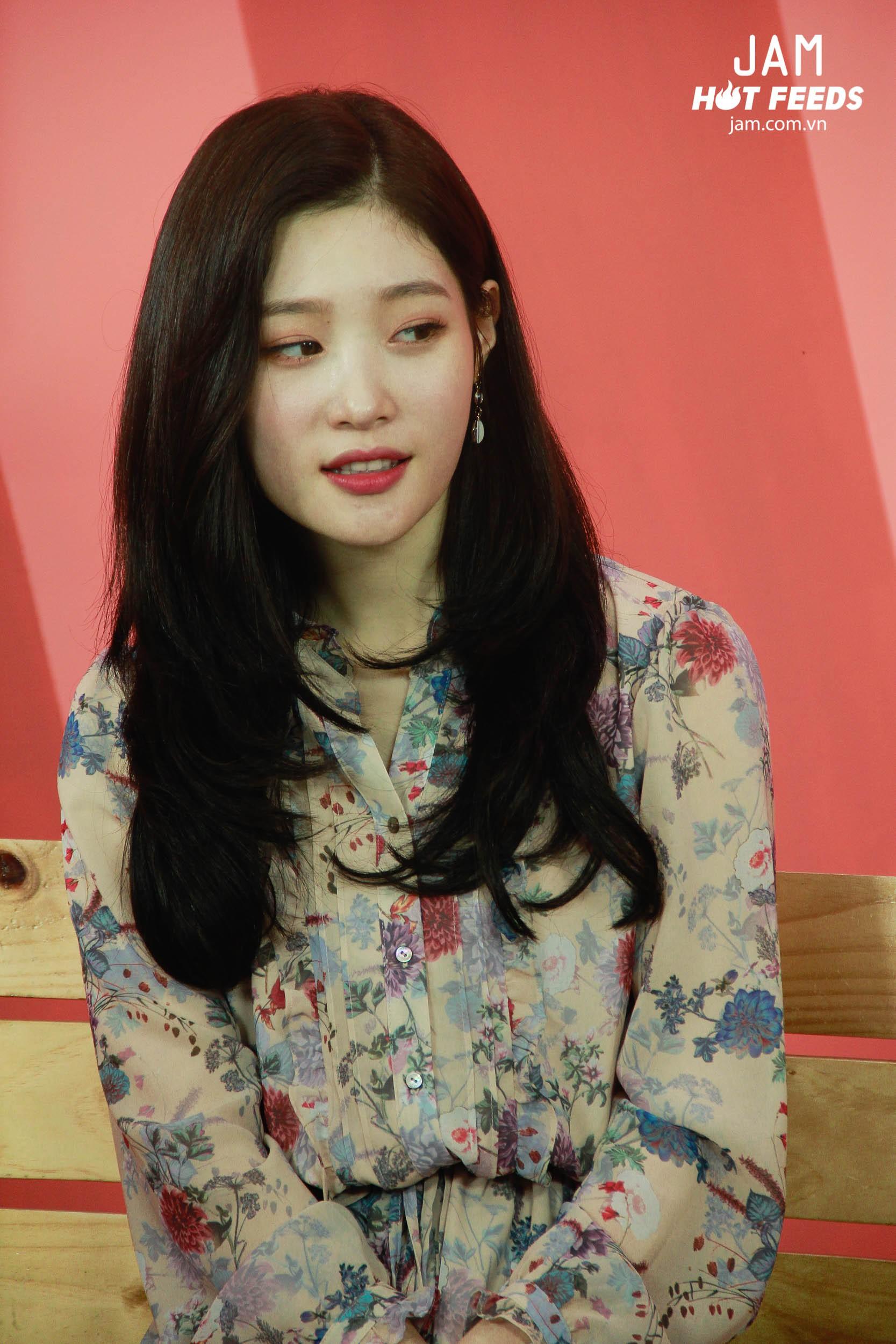 Xứng danh nữ thần thế hệ mới, Chae Yeon đẹp đến xiêu lòng trong bất kỳ khoảnh khắc nào! - Ảnh 4.