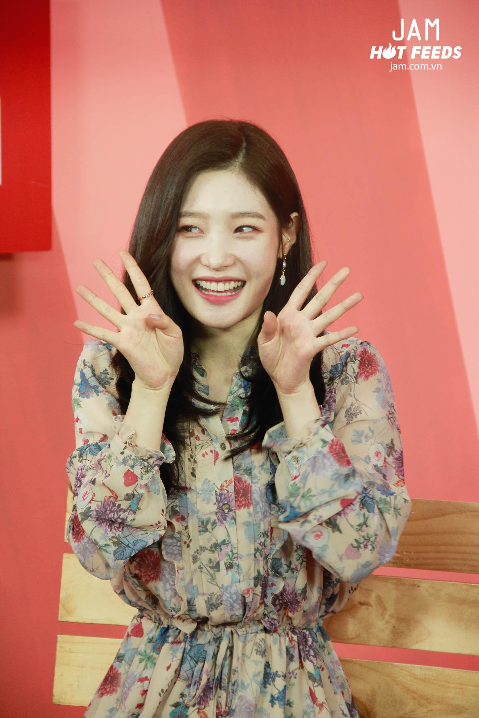 Xứng danh nữ thần thế hệ mới, Chae Yeon đẹp đến xiêu lòng trong bất kỳ khoảnh khắc nào! - Ảnh 6.