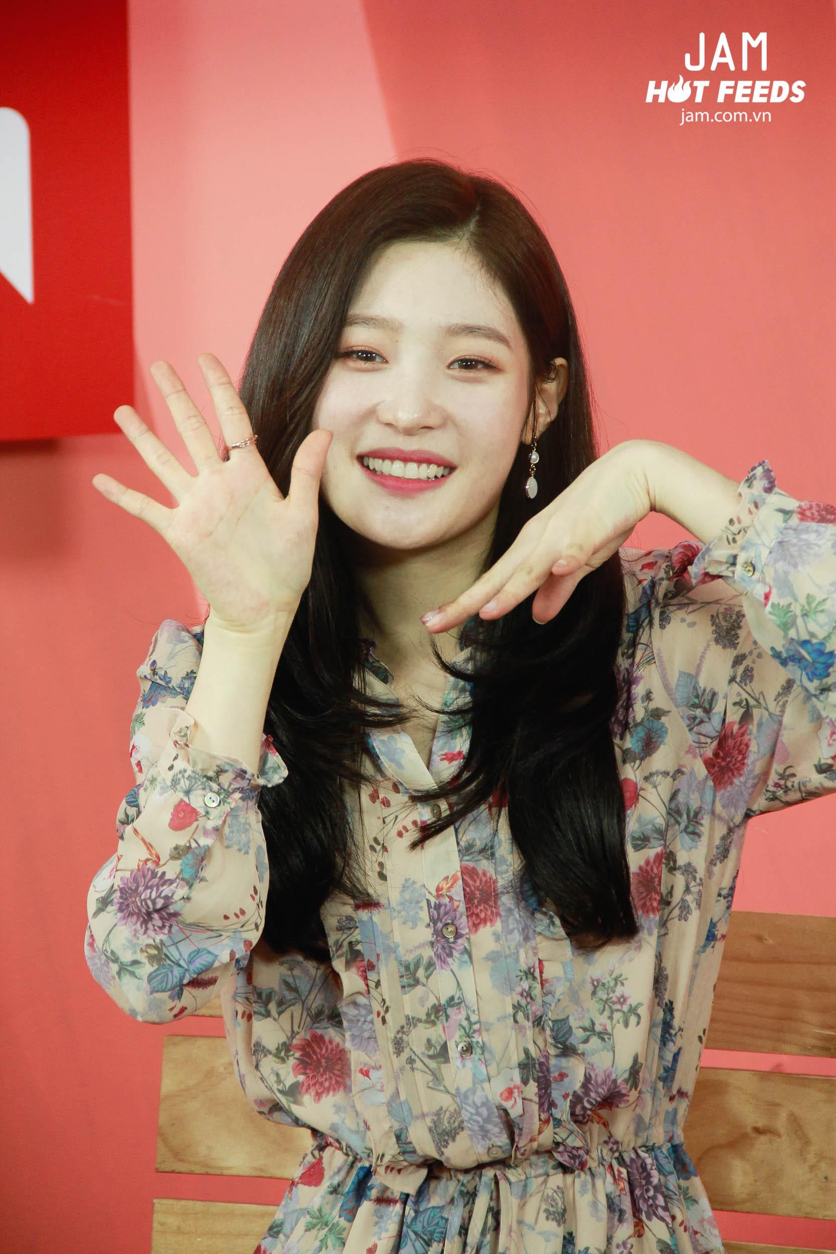 Xứng danh nữ thần thế hệ mới, Chae Yeon đẹp đến xiêu lòng trong bất kỳ khoảnh khắc nào! - Ảnh 7.