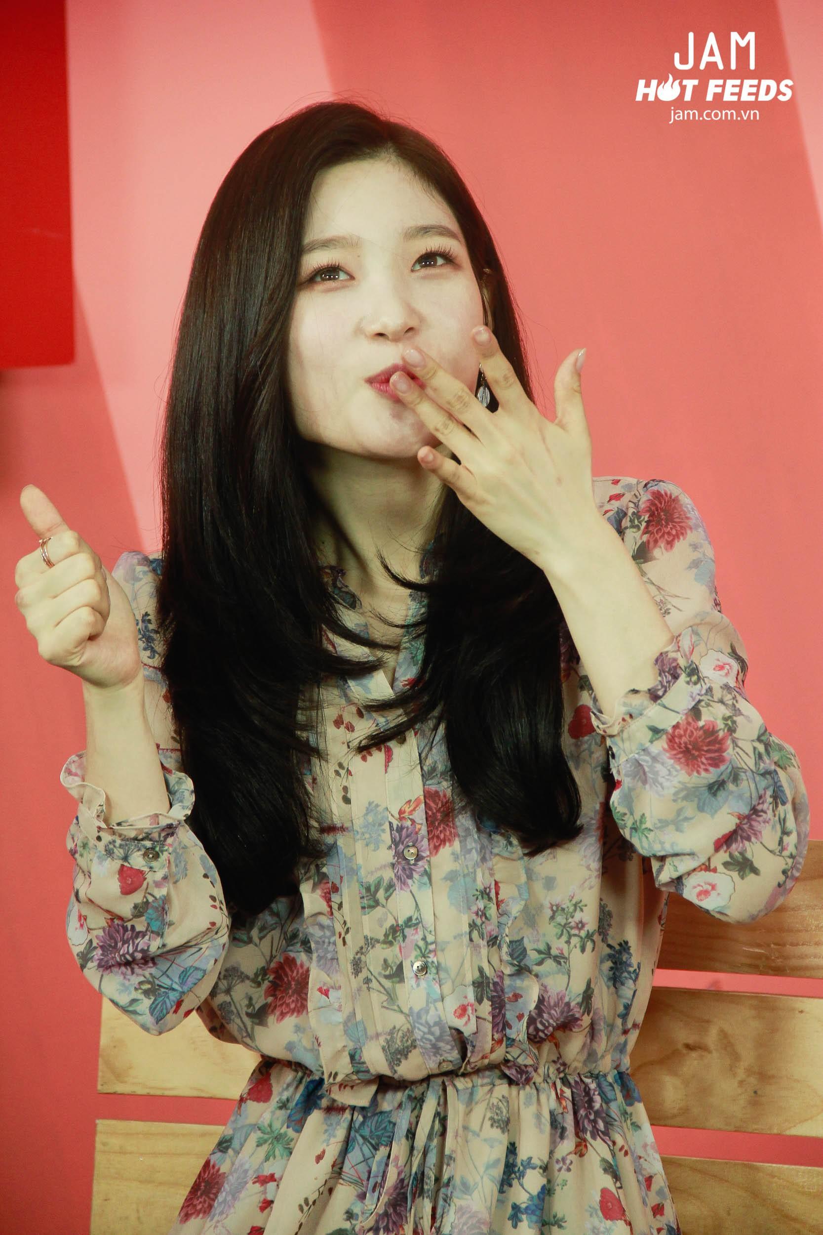Xứng danh nữ thần thế hệ mới, Chae Yeon đẹp đến xiêu lòng trong bất kỳ khoảnh khắc nào! - Ảnh 8.