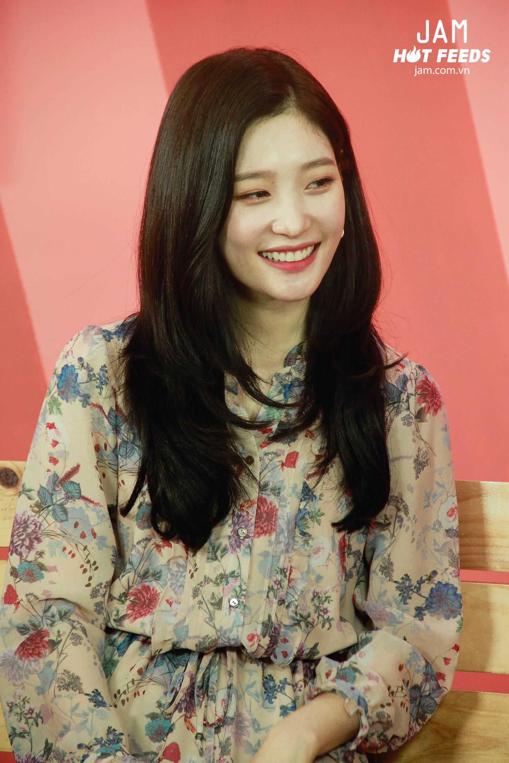 Xứng danh nữ thần thế hệ mới, Chae Yeon đẹp đến xiêu lòng trong bất kỳ khoảnh khắc nào! - Ảnh 13.