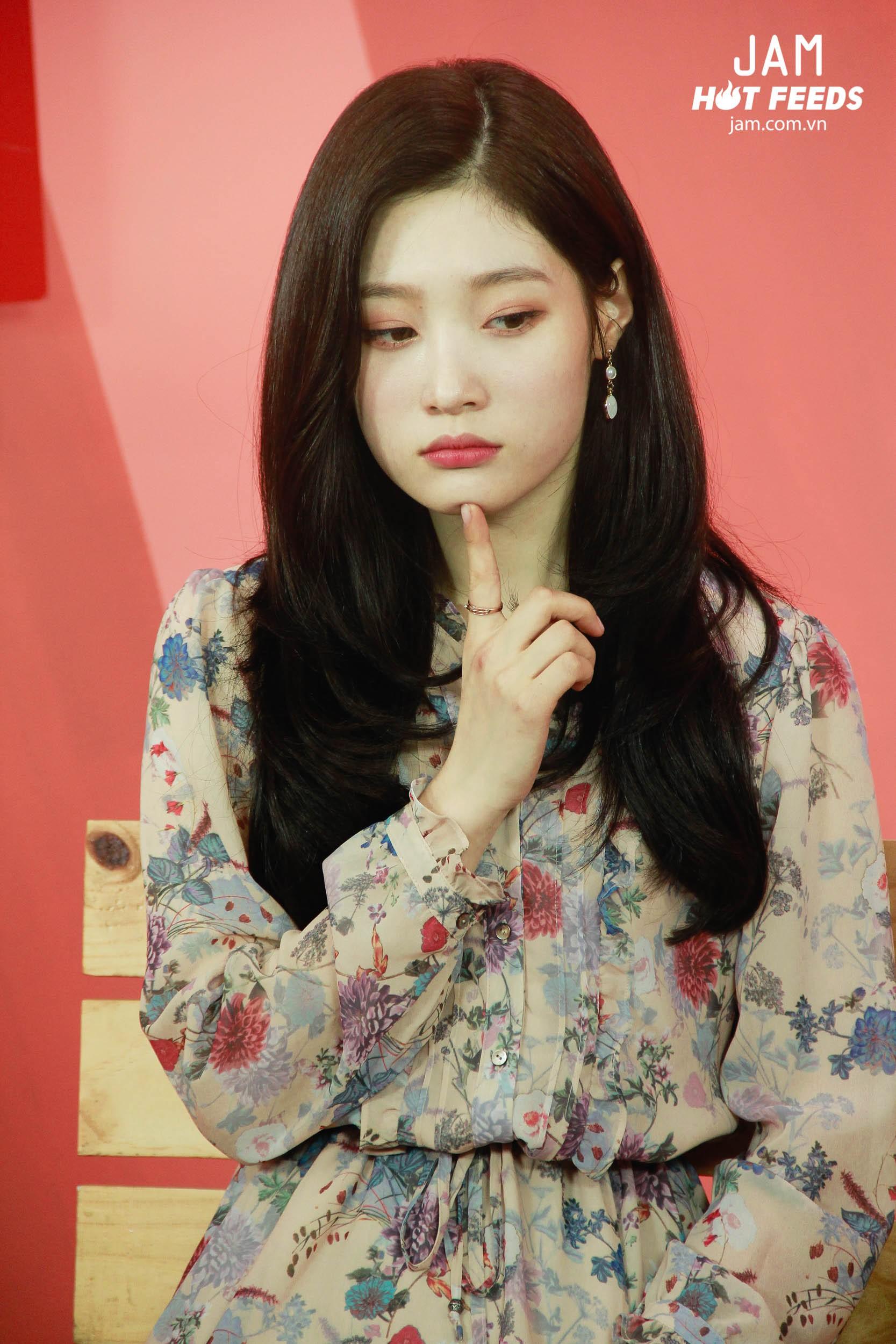 Xứng danh nữ thần thế hệ mới, Chae Yeon đẹp đến xiêu lòng trong bất kỳ khoảnh khắc nào! - Ảnh 12.