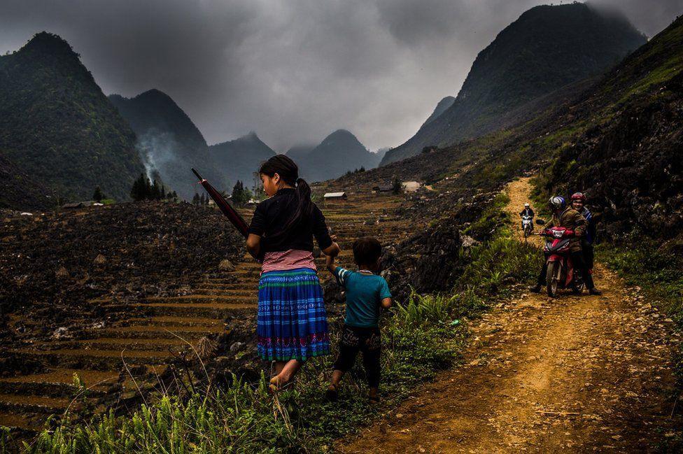 Nỗi lòng của những phụ nữ mất con gái nơi vùng núi phía bắc: Tổ quốc đẹp và buồn đến nao lòng trên tạp chí BBC - Ảnh 1.