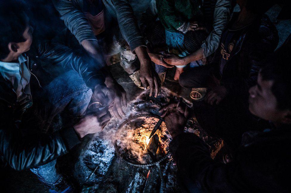 Nỗi lòng của những phụ nữ mất con gái nơi vùng núi phía bắc: Tổ quốc đẹp và buồn đến nao lòng trên tạp chí BBC - Ảnh 5.