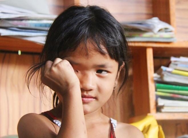 Bố mẹ bỏ rơi, 3 bé gái đi bán vé số mỗi ngày với ước mơ được tiếp tục đến trường - Ảnh 13.