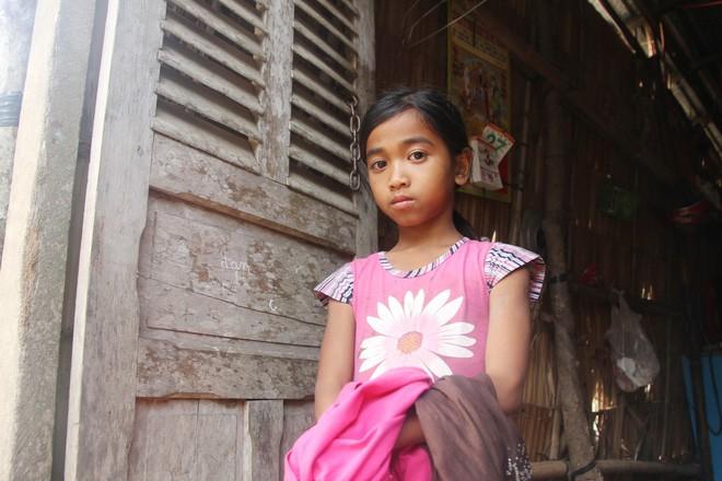 Bố mẹ bỏ rơi, 3 bé gái đi bán vé số mỗi ngày với ước mơ được tiếp tục đến trường - Ảnh 14.