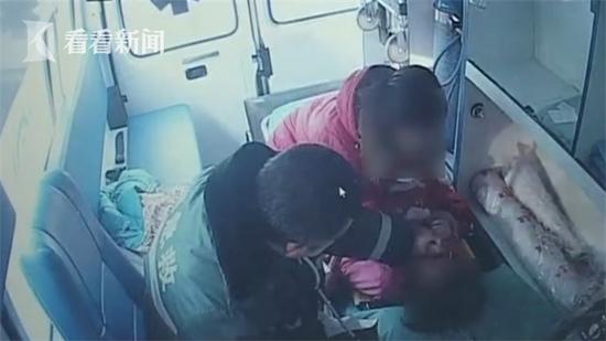 Con sốt co giật, mẹ nhét khăn vào miệng nhưng không ngờ đã khiến con suýt thiệt mạng - Ảnh 3.