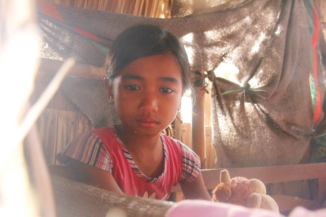 Bố mẹ bỏ rơi, 3 bé gái đi bán vé số mỗi ngày với ước mơ được tiếp tục đến trường - Ảnh 5.