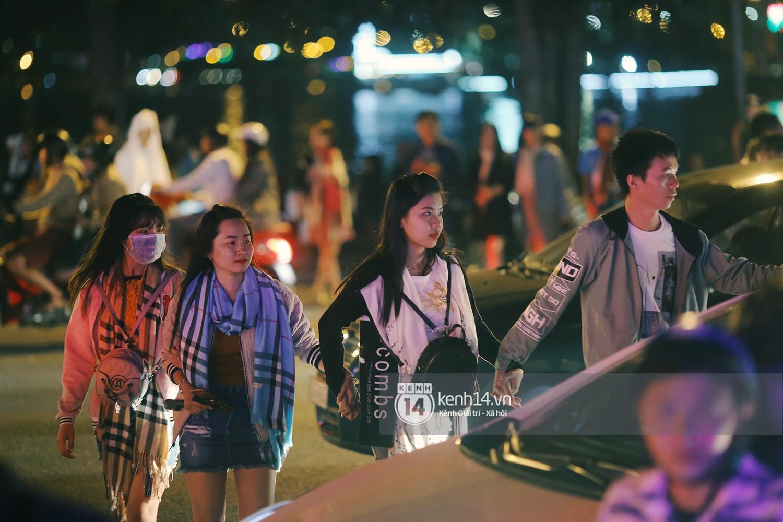 Cảnh tượng đông đến nghẹt thở ở trung tâm Đà Lạt chiều tối mùng 5 Tết - Ảnh 5.