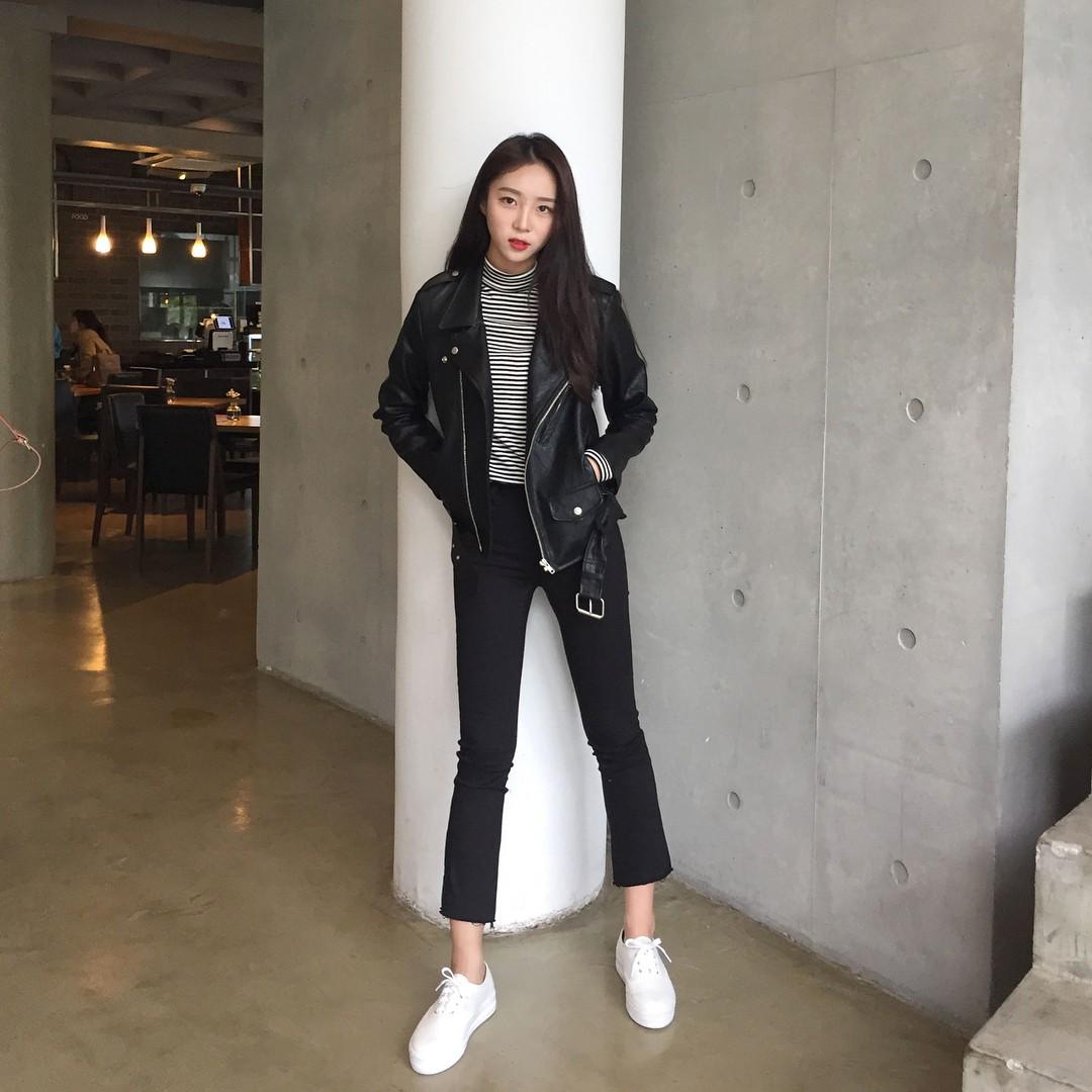 Nếu bạn chỉ thích đi giày bệt, hãy sắm ngay kiểu quần jeans này để chân trông luôn thon dài thanh thoát mà chẳng cần đến app kéo chân - Ảnh 7.