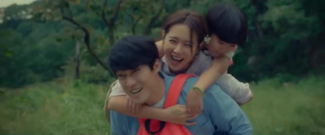 Vợ chồng So Ji Sub và Son Ye Jin trẻ đẹp ngỡ ngàng trong loạt poster và trailer phim - Ảnh 4.