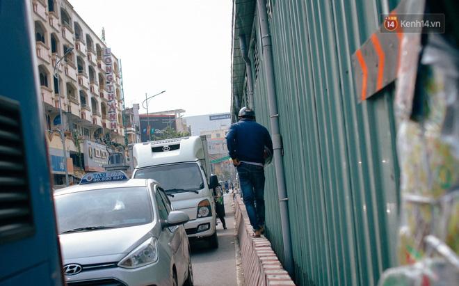 Chợ Lớn đóng cửa trùng tu, tiểu thương vật vã ở chợ tạm dưới cái nóng như chảo lửa ở Sài Gòn - Ảnh 7.