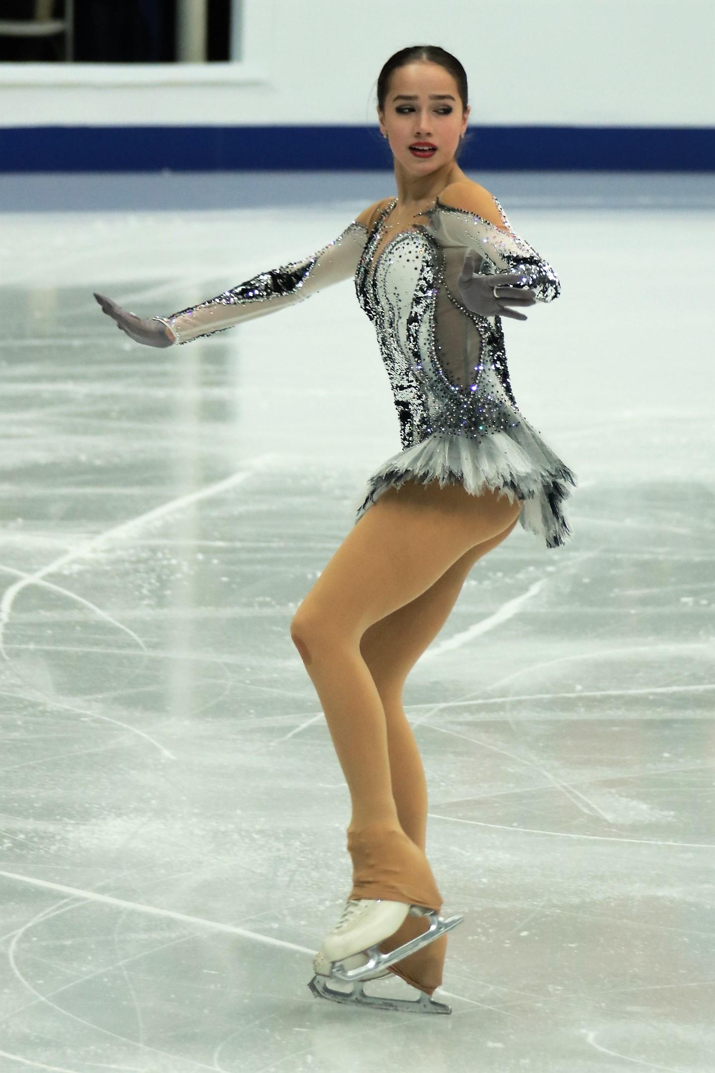 Nữ hoàng sân băng 15 tuổi người Nga phá kỷ lục thế giới tại Olympic mùa đông - Ảnh 4.