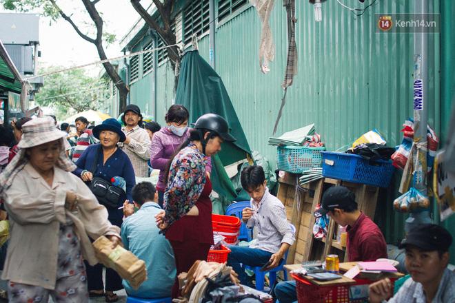 Chợ Lớn đóng cửa trùng tu, tiểu thương vật vã ở chợ tạm dưới cái nóng như chảo lửa ở Sài Gòn - Ảnh 10.