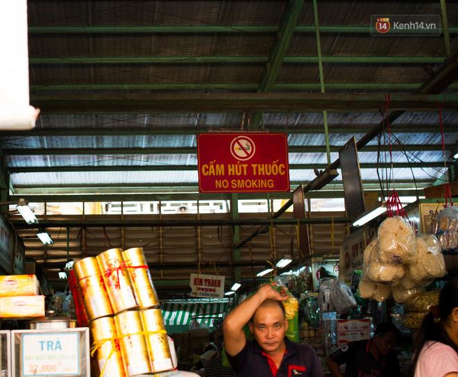 Chợ Lớn đóng cửa trùng tu, tiểu thương vật vã ở chợ tạm dưới cái nóng như chảo lửa ở Sài Gòn - Ảnh 13.