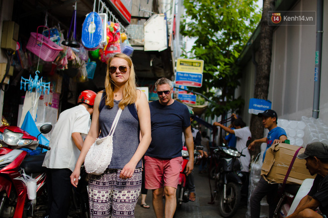 Chợ Lớn đóng cửa trùng tu, tiểu thương vật vã ở chợ tạm dưới cái nóng như chảo lửa ở Sài Gòn - Ảnh 15.