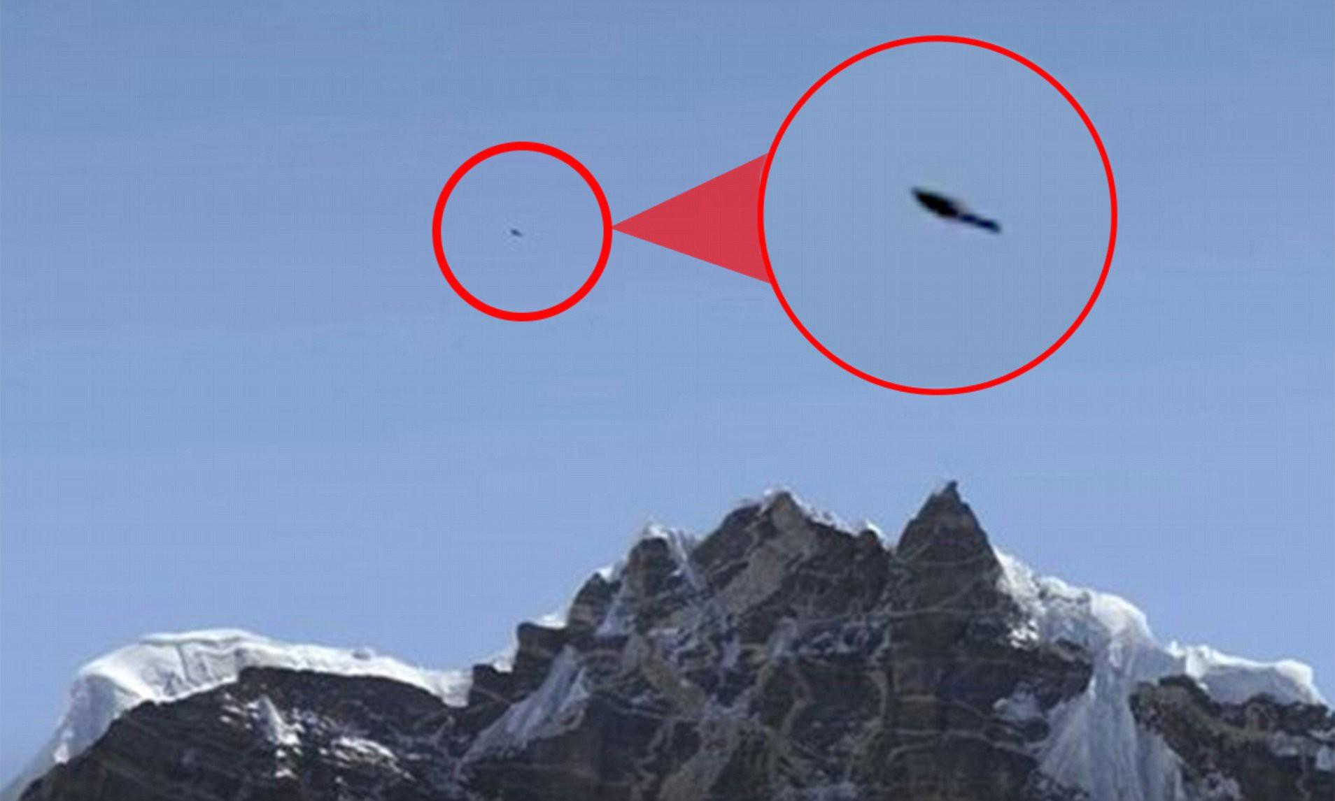Vật thể bay không xác định trên đỉnh Everest