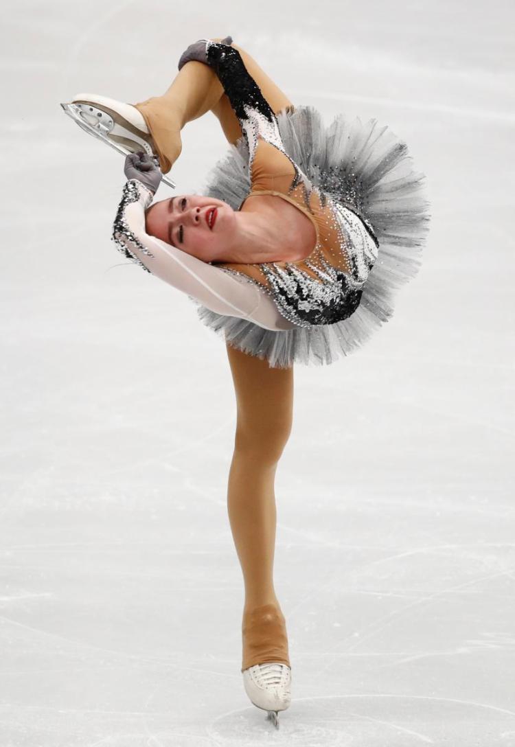 Nữ hoàng sân băng 15 tuổi người Nga phá kỷ lục thế giới tại Olympic mùa đông - Ảnh 5.