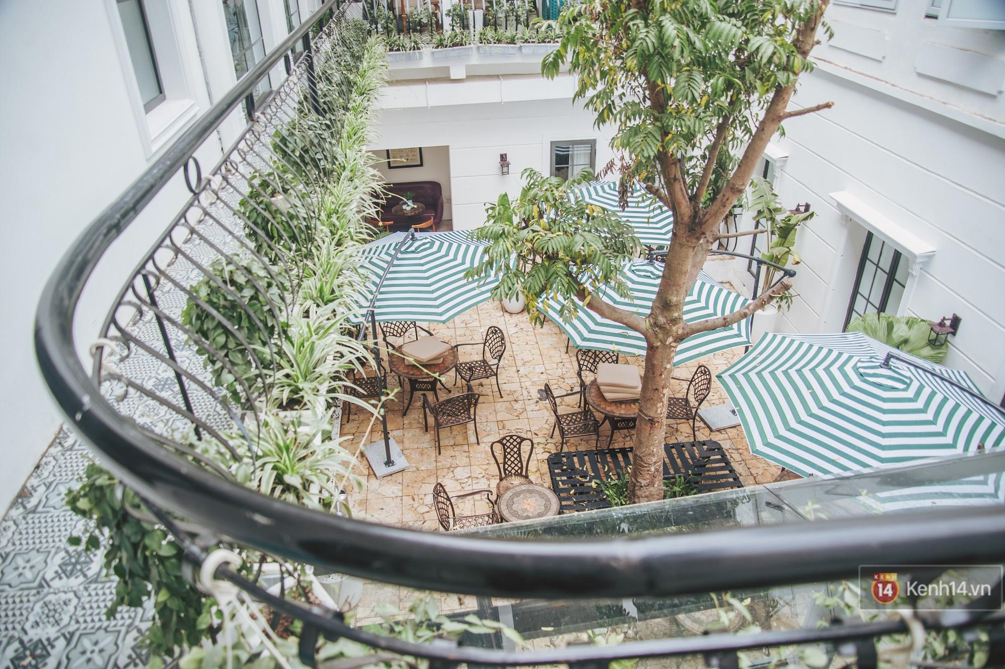 Review nhanh quán cafe rộng 2000m2 đang hot nhất Hà Nội dịp Tết này - Ảnh 3.
