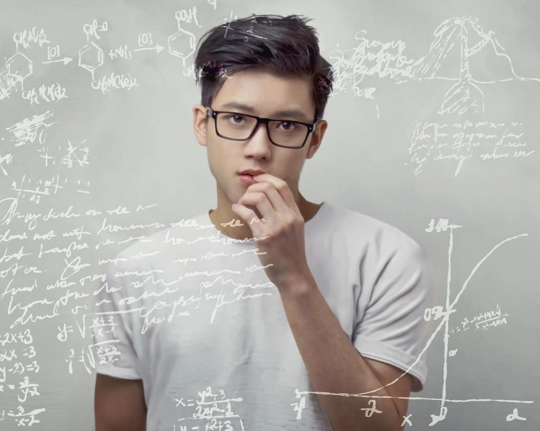 Hot boy tuổi Tuất Chris Khoa tiếp tục từ chối Google và theo đuổi ước mơ tại Bộ Tài chính Anh