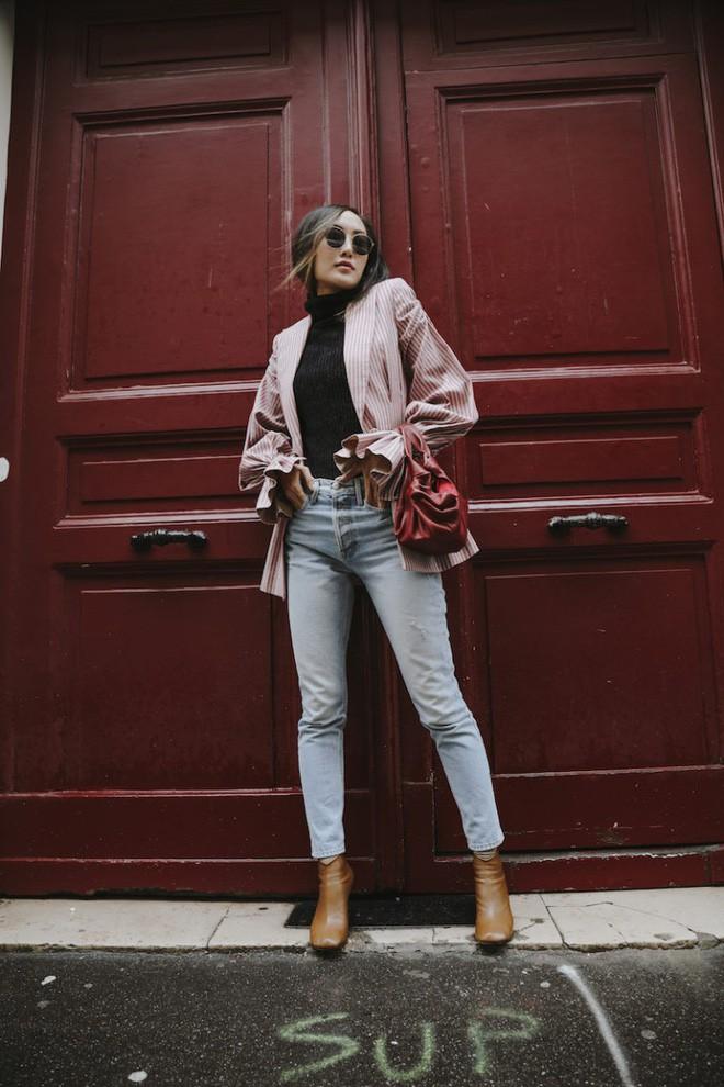 Tìm kiếm những gợi ý thú vị cho ngày đi làm đầu tiên của năm mới từ street style các quý cô châu Á - Ảnh 1.