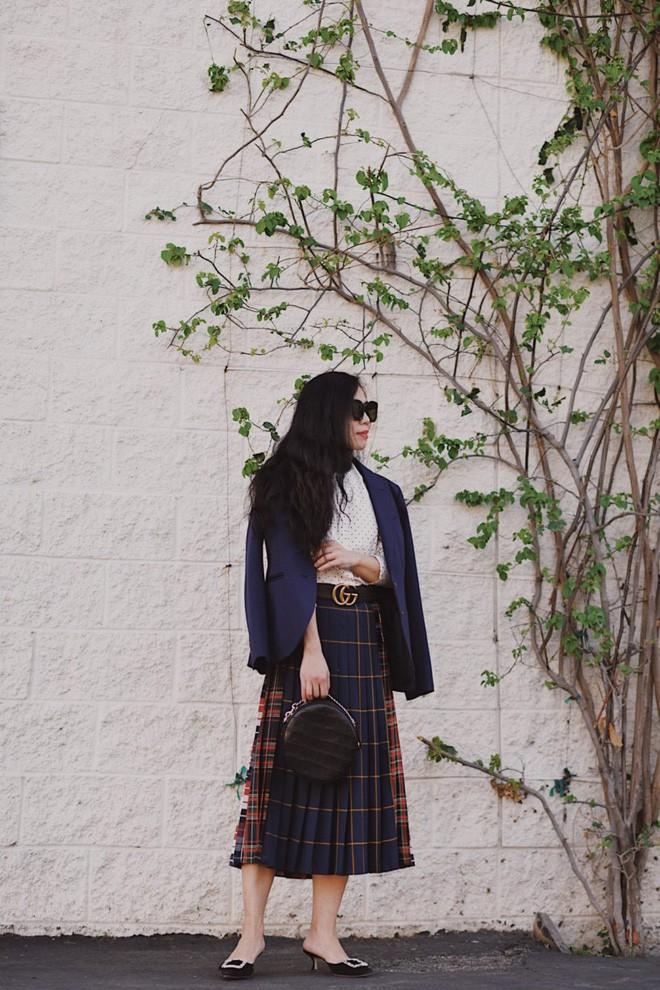 Tìm kiếm những gợi ý thú vị cho ngày đi làm đầu tiên của năm mới từ street style các quý cô châu Á - Ảnh 11.