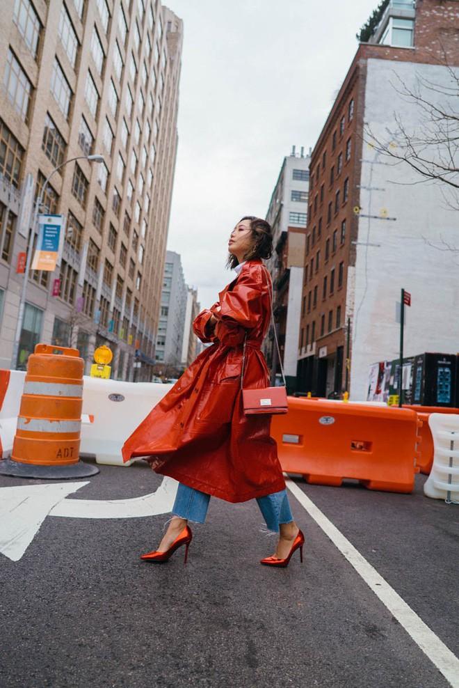 Tìm kiếm những gợi ý thú vị cho ngày đi làm đầu tiên của năm mới từ street style các quý cô châu Á - Ảnh 14.