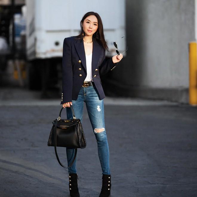 Tìm kiếm những gợi ý thú vị cho ngày đi làm đầu tiên của năm mới từ street style các quý cô châu Á - Ảnh 6.