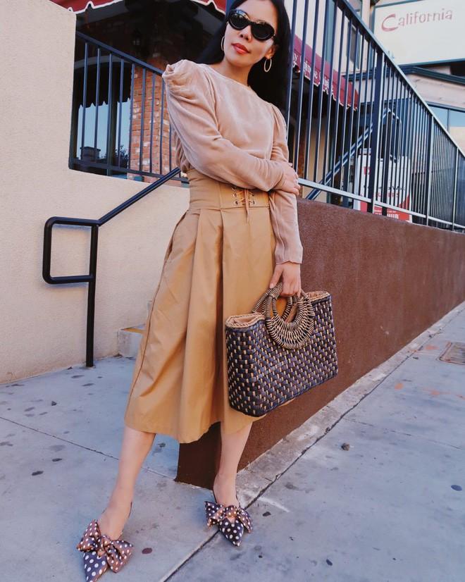Tìm kiếm những gợi ý thú vị cho ngày đi làm đầu tiên của năm mới từ street style các quý cô châu Á - Ảnh 10.