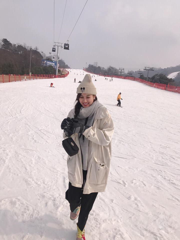 Cộng đồng mạng rần rần trước hình ảnh Kỳ Duyên, Diệp Lâm Anh, Hà Lade dưới tuyết  tuyệt đẹp