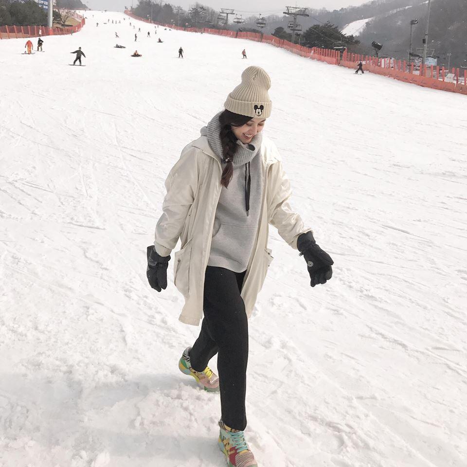 Kỳ Duyên - Diệp Lâm Anh - Hà Lade đăng ảnh dưới tuyết trắng: Xinh đẹp và mặc chất chẳng kém sao nữ Kbiz nào! - Ảnh 9.