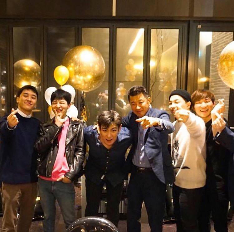 Phát khóc trước bức ảnh hiếm hoi: 5 thành viên Big Bang tụ họp như một gia đình trước ngày G-Dragon nhập ngũ - Ảnh 4.