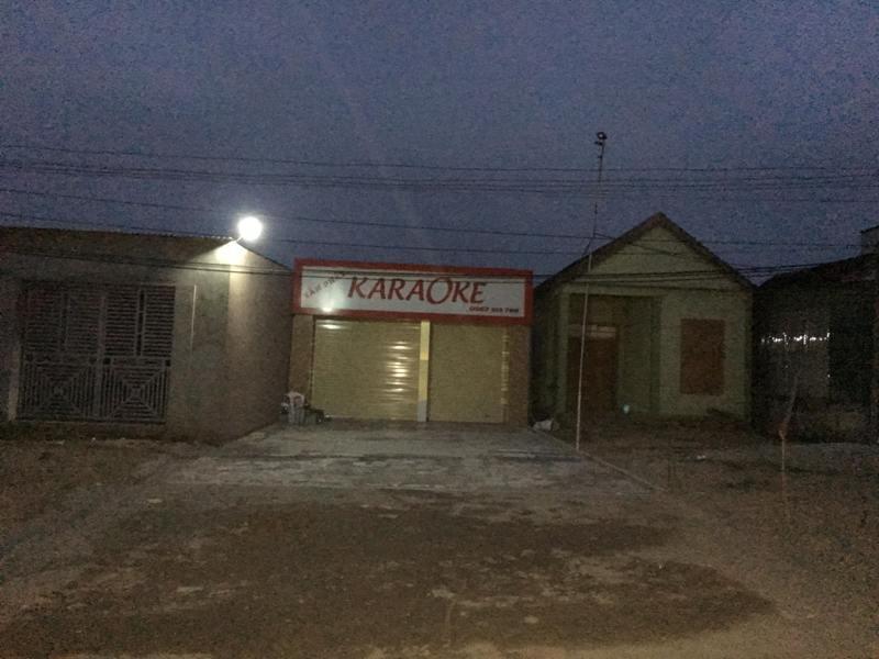 Tạm giam 3 anh em ruột đâm chết chủ quán karaoke vì hết phòng - Ảnh 1.