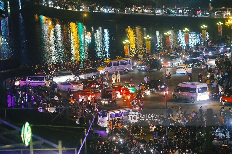 Du khách kết thúc kỳ nghỉ Tết nguyên đán tại Đà Lạt, thành phố lại ngập trong rác - Ảnh 1.