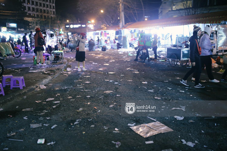 Du khách kết thúc kỳ nghỉ Tết nguyên đán tại Đà Lạt, thành phố lại ngập trong rác - Ảnh 8.