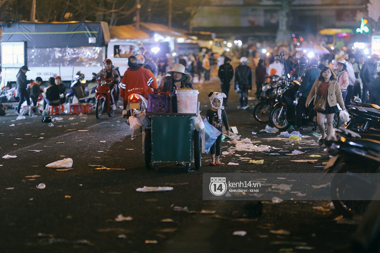 Du khách kết thúc kỳ nghỉ Tết nguyên đán tại Đà Lạt, thành phố lại ngập trong rác - Ảnh 7.