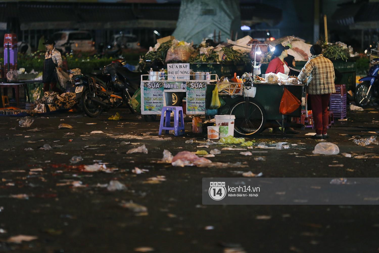 Du khách kết thúc kỳ nghỉ Tết nguyên đán tại Đà Lạt, thành phố lại ngập trong rác - Ảnh 4.