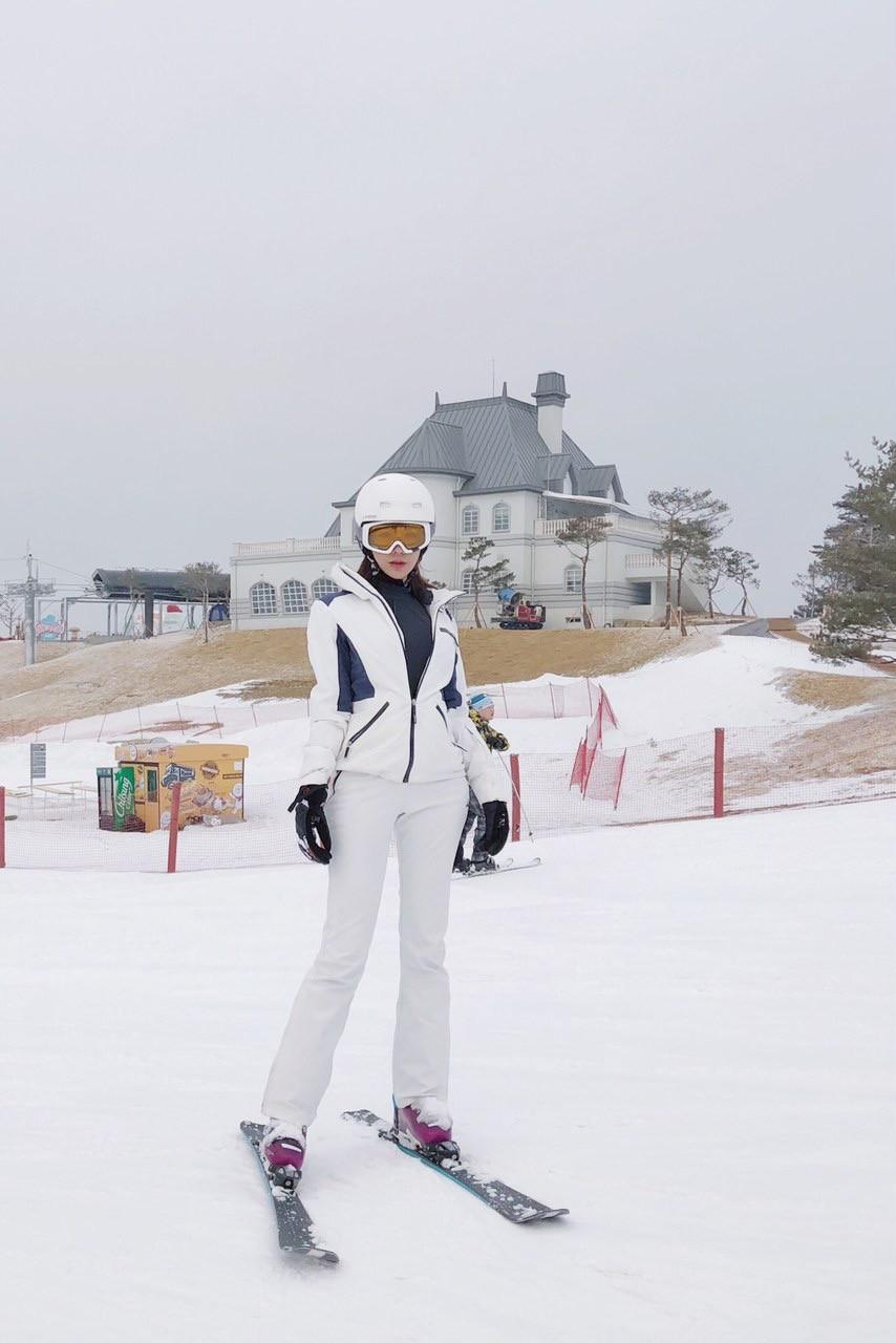 Kỳ Duyên - Diệp Lâm Anh - Hà Lade đăng ảnh dưới tuyết trắng: Xinh đẹp và mặc chất chẳng kém sao nữ Kbiz nào! - Ảnh 6.