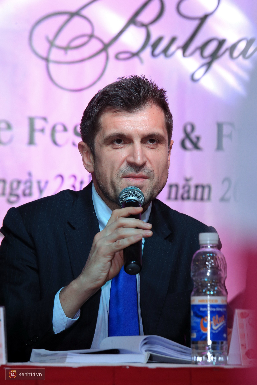 Sẽ trưng bày hơn 1.000 gốc hồng thật sau khi BTC gây thất vọng vì nhiều hoa giả và héo trong lễ hội Bulgaria năm ngoái - Ảnh 2.